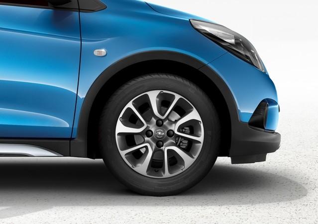 Jantes spécifiques, boucliers inédits, protections latérales: Opel n'a développé cette version à l'économie.