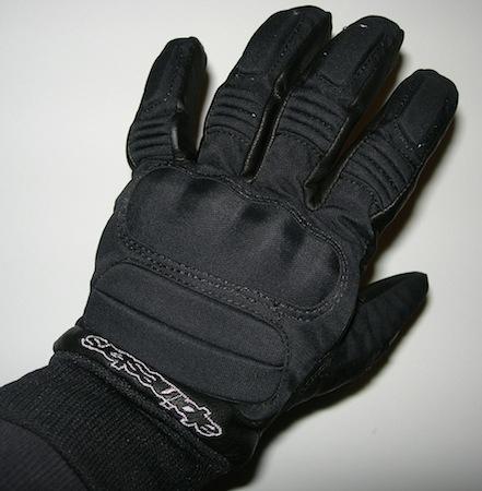 Essai gant Alpinestars C-10 Drystar: de la qualité au rendez-vous.