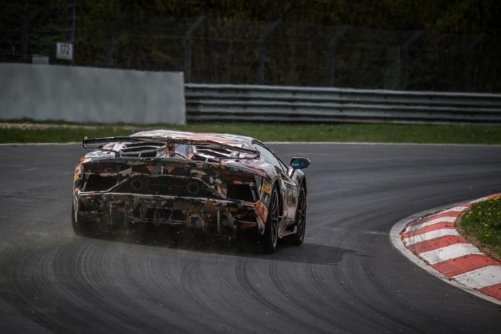 Lamborghini bat le record du Nürburgring avec l'Aventador SVJ