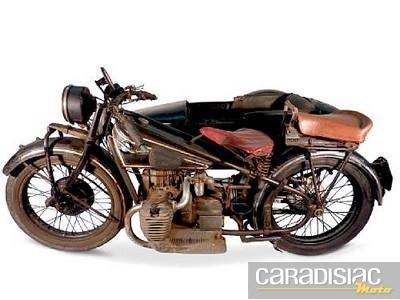 Vente aux enchères Bonhams de motos anciennes au Grand Palais le 5 février 2011.