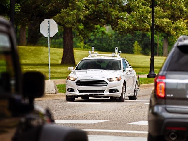 Les employés Ford rouleront en voiture autonome en 2018
