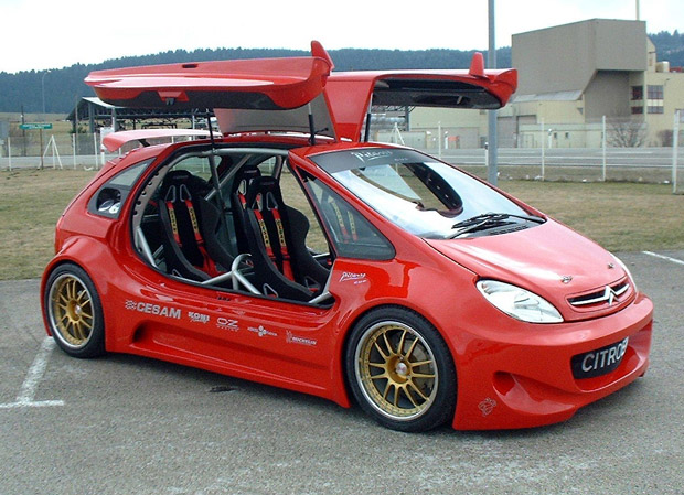 Car with Gull Wing Doors Kit