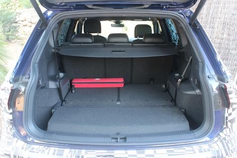 En configuration 5 places, le coffre cube 760 litres, et encore 700 litres si l'on prend l'option 7 places, comme ici. C'est énorme, seul le Peugeot 5008 fait mieux.