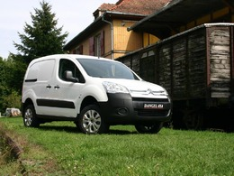 utilitaire dacia duster annonce dacia duster occasion. Black Bedroom Furniture Sets. Home Design Ideas