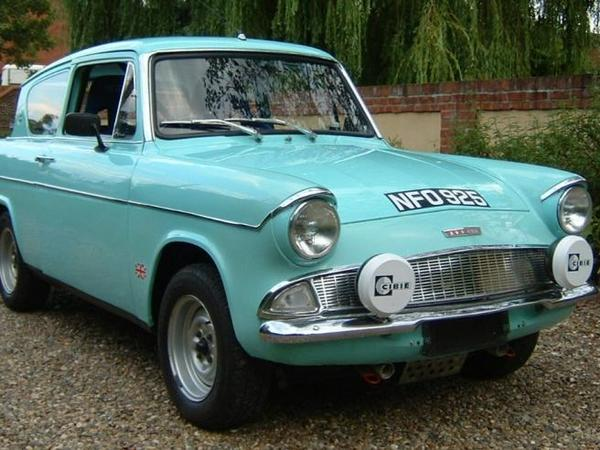 Photo FORD ANGLIA