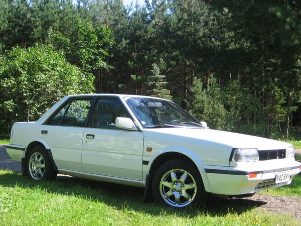 Photo nissan bluebird 1989