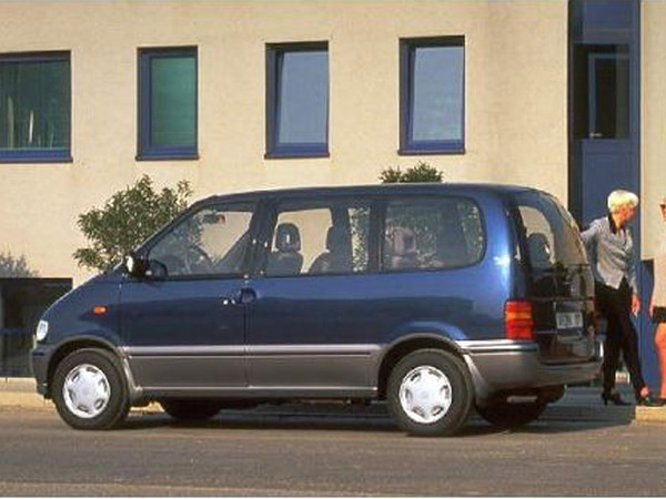Photo nissan serena