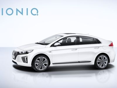 hyundai commercialise l 39 ioniq hybride rechargeable. Black Bedroom Furniture Sets. Home Design Ideas