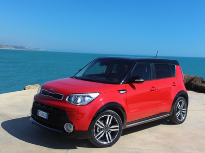 kia soul raging soul 200 ex et pas un de plus pour 25555 euros seulement. Black Bedroom Furniture Sets. Home Design Ideas