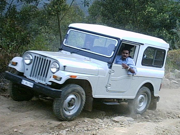 Photo MAHINDRA CJ