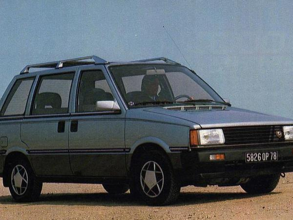 Photo nissan prairie 1991
