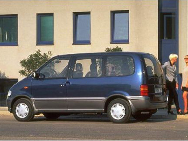 Photo nissan serena 1999