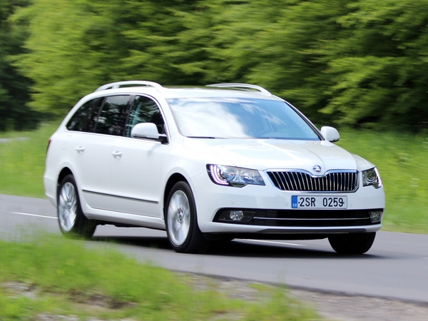 Photo skoda superb 2015
