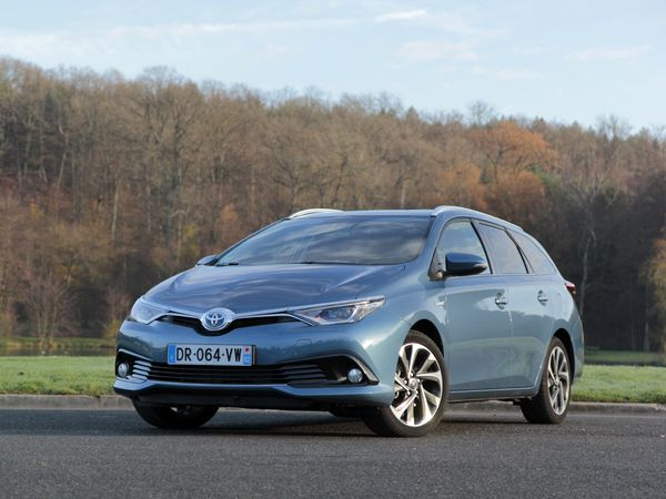 Photo toyota auris 2016