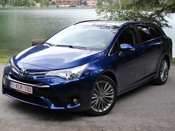 Photo toyota avensis 2015