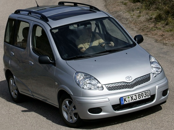 Photo TOYOTA YARIS VERSO