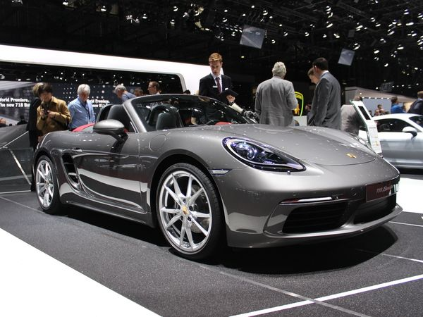 porsche 718 boxster roturier vid o en direct du salon de gen ve 2016. Black Bedroom Furniture Sets. Home Design Ideas