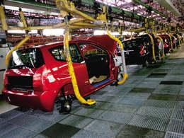 La part de production française de Renault en baisse en 2012, à l'inverse de PSA