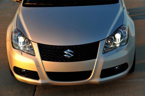 Nouvelle Suzuki Kizashi en photos et vidéo