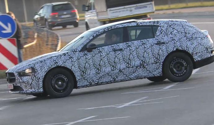 Le futur Mercedes CLA Shooting Brake prend la lumière