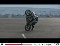Stunt en S 1000RR : La BM se fait tailler la bavette... [vidéo]