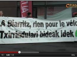 Le salon de l'automobile de Biarritz investi par des militants écologistes