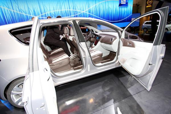 En direct de Genève 2008 : Opel Meriva Concept, esprit d'ouverture