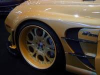 Live à Genève : Mercedes SL65 Mega Wing Fab Design, saucisse plaquée or