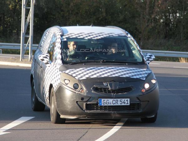 Spyshot : le prochain Opel Zafira sort du bois