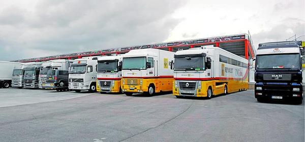 f1 gp d 39 europe les camions de renault sont valence. Black Bedroom Furniture Sets. Home Design Ideas