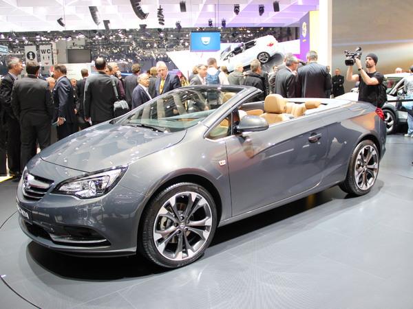 Vidéo en direct de Genève 2013 - Opel Cascada : jolie