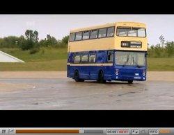 [vidéo] Fifth Gear : Tiff et Jason driftent en bus double étage