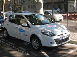 Une voiture en autopartage arrive chez Cité lib à Saint Etienne