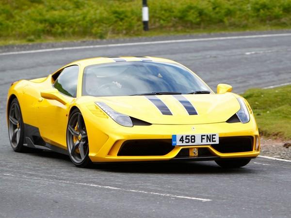 Ferrari interdit à Autocar de filmer le match 458 Speciale / McLaren 650S