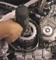 Vidéo moto : changer son embrayage
