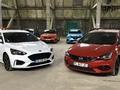 Opel Astra vs Ford Focus : les piliers - Salon de l'Auto Caradisiac 2020
