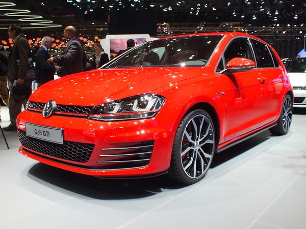 Vidéo en direct du salon de Genève 2013 - La Volkswagen Golf GTI : des chevaux en plus, des cheveux en moins ?