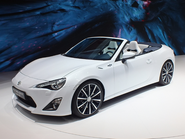 Vidéo en direct du salon de Genève 2013 - Toyota GT86 Open Concept : driftez décoiffé