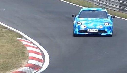 L'Alpine A110 à fond sur le Nürburgring