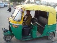 New Delhi : gros plan sur les autorickshaws fonctionnant au GNC
