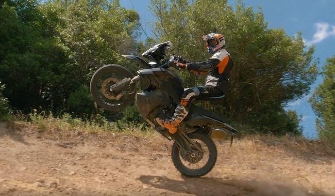 Vidéo - KTM: la 790 Adventure R en action!