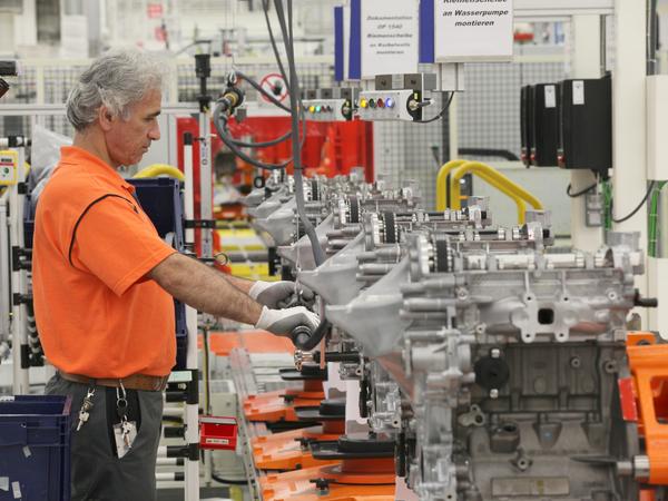 ford lance la production de son nouveau moteur trois cylindres ecoboost. Black Bedroom Furniture Sets. Home Design Ideas