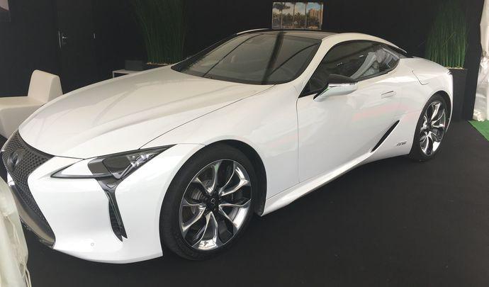 Le stand Lexus - Vidéo en direct du Salon de Val d'Isère 2017