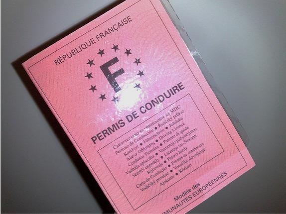 officiel vous devrez renouveler votre permis de conduire tous les 15 ans. Black Bedroom Furniture Sets. Home Design Ideas