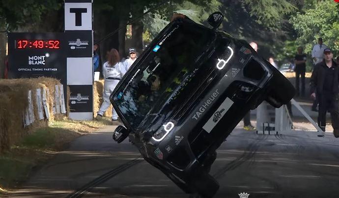 Insolite : un Range Rover Sport SVR sur deux roues à Goodwood