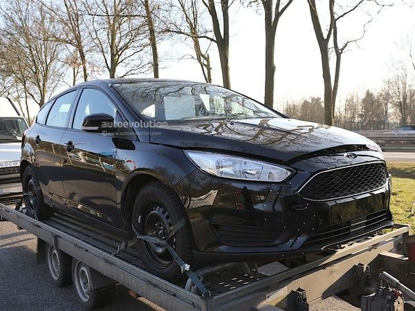 Surprise : la future Ford Focus se cache sous l'actuelle