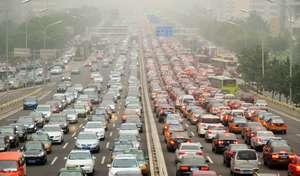 """Confinement mondial : le CO2 a baissé """"grâce"""" aux transports et à l'industrie"""