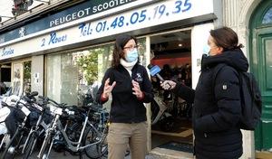 """Portrait de déconfinés - Une gérante de magasin de scooters: """"C'est à chacun de faire le meilleur pour l'autre"""""""