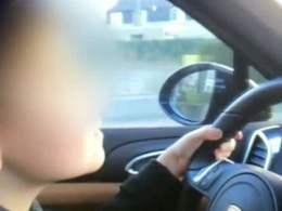 À 9 ans au volant d'une Porsche Cayenne