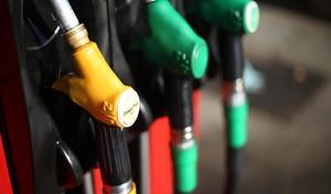 Plan climat: les taxes sur le gazole vont s'envoler, Hulot veut la fin des autos100% thermiquesd'ici 2040